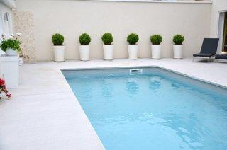 Scénarisation de nos poteries en piscine - Les Poteries d\'Albi