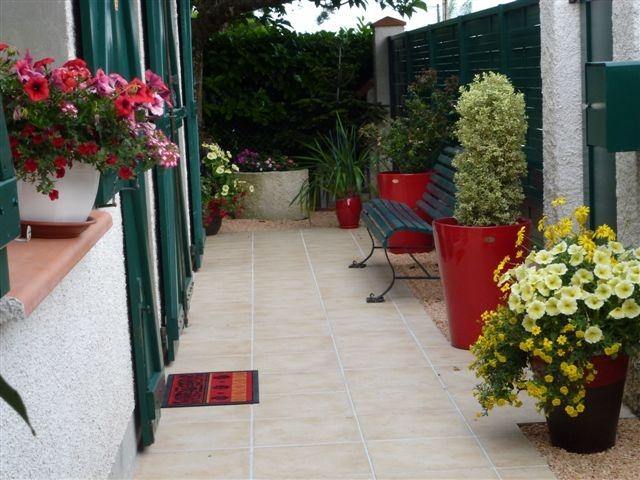 Terrasse aménagée avec nos Poteries - Les Poteries d\'Albi