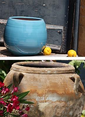 Pot Séville de la gamme Archeos et un pot Cancale bleu de cocagne