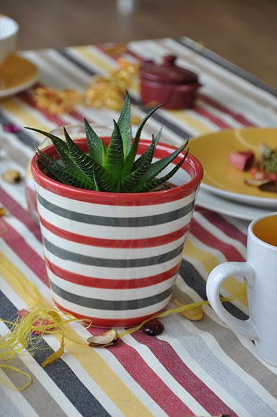 Pot Mini cone rouge-gris de l'édition limitée Lin tissé Rayé, le Poteries d'Albi