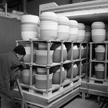 L'enfourneur à l'atelier des poteries d'Albi
