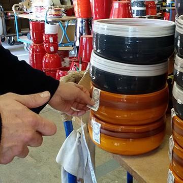 La préparation de l'expédition des poteries d'Albi