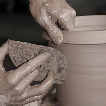 Le travail du tourneur des poteries d'Albi